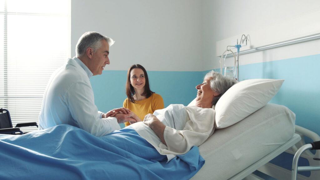 femme mure allongé dans lit hôpital mutuelle générale avignon
